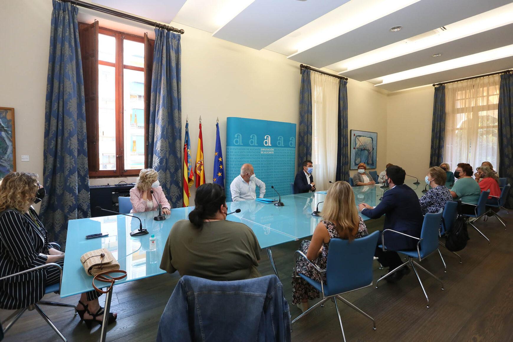 Reunión de la Red Juntas con el presidente de la Diputación de Alicante
