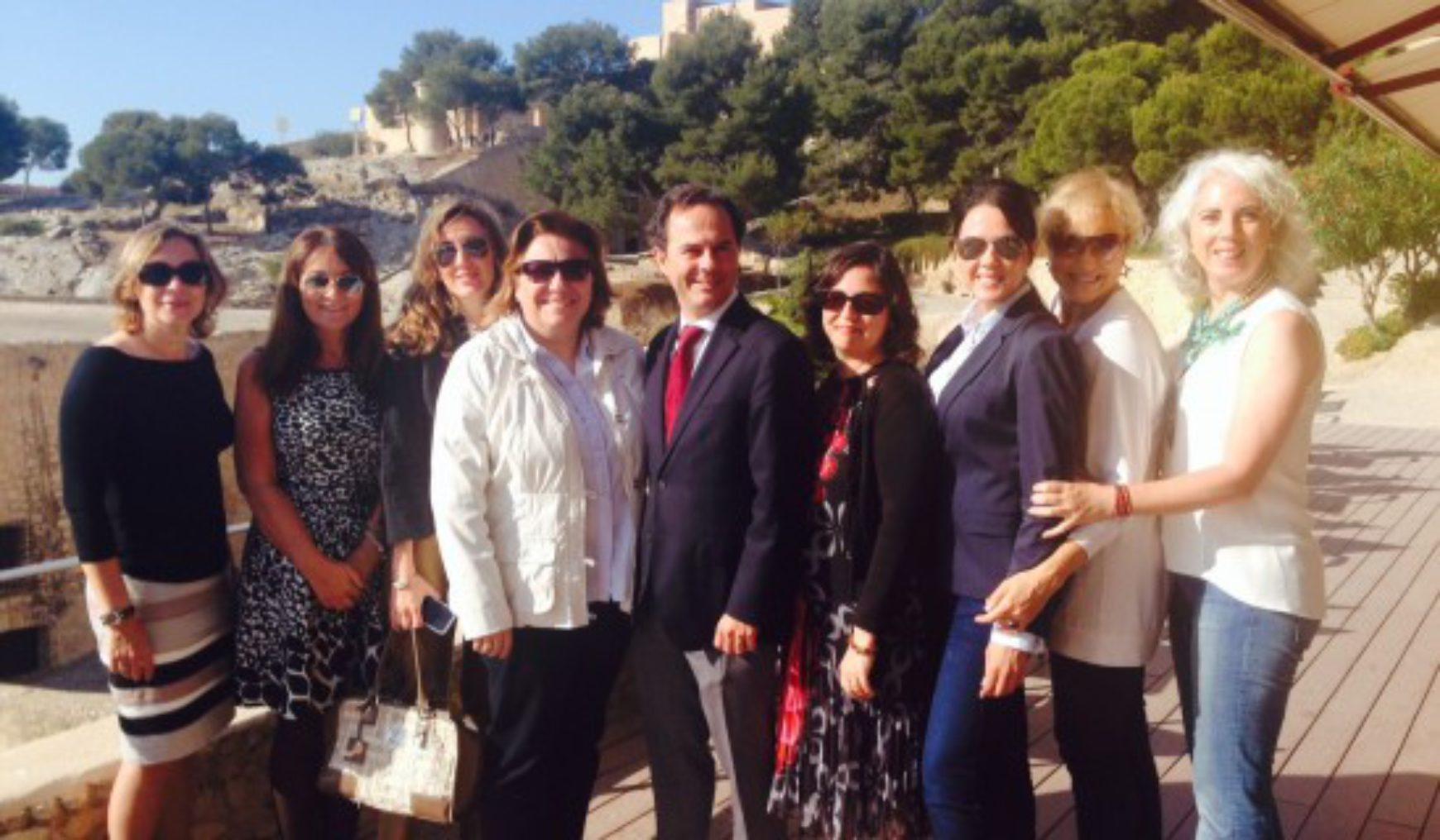 Primer encuentro de las Europeas con la candidata del PP Eva Ortiz Vilella